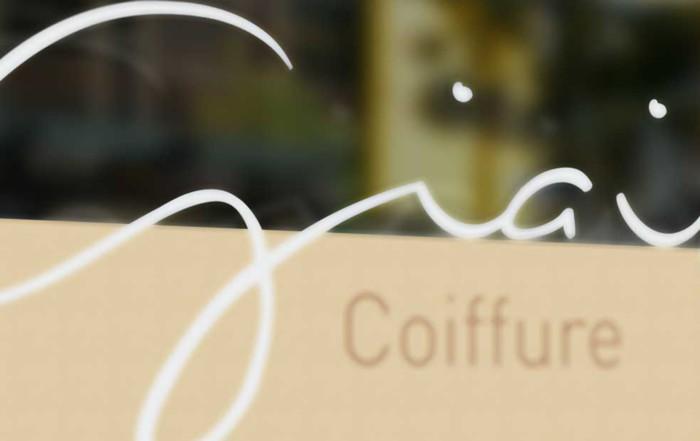 Schaufensterbeschriftung Giaimo Coiffure Coiffeur Hairstile Friseur Schwyz